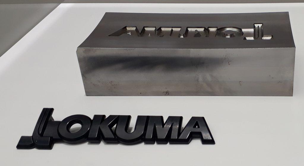 Matriță pentru turnat logo OKUMA, care se aplică pe mașinile CNC