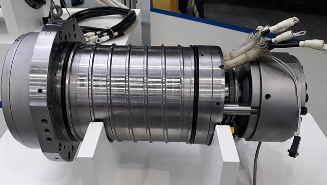 Motor PREX integrat în arborele principal (OKUMA) - prelucrări prin aşchiere CNC