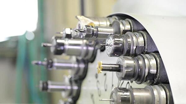 prelucrări prin aşchiere CNC - magazie de scule tip revolver
