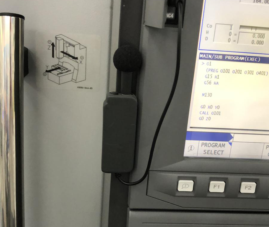 Microfon atașat magnetic pe panoul de comandă OSP
